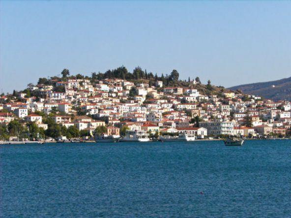 Das Meer vor der griechischen Insel Poros