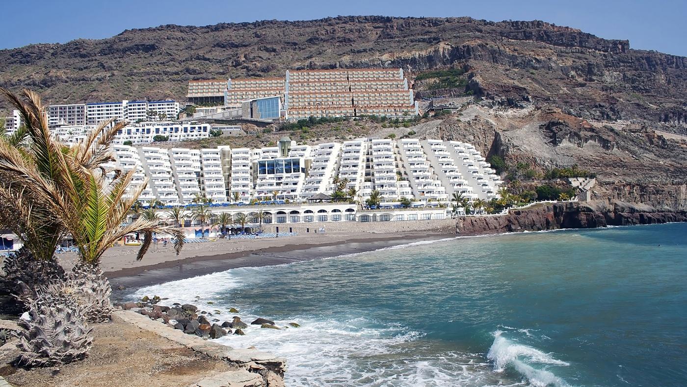Wunderschön gelegen: Der Playa Taurito