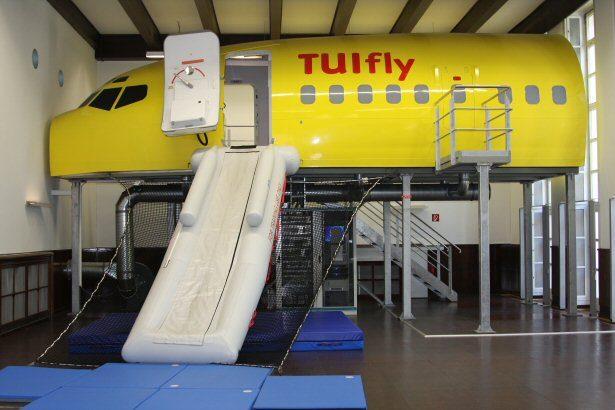 TUIfly Flugzeugattrappe im Trainingscenter Langenhagen