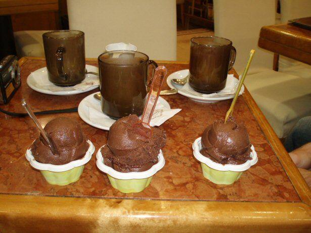 Schokoeis und heiße Schokolade - mehr Kakao geht nicht.