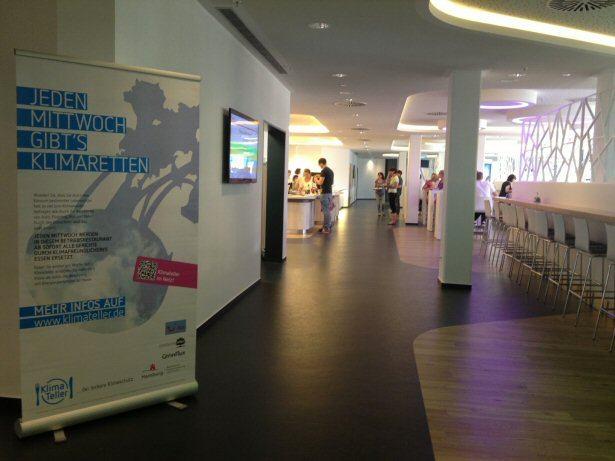 Klimateller-Roll-Up in der TUI Deutschland Kantine