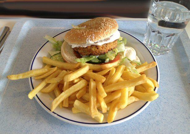 Vegetarischer Burger am TUI Klimateller-Tag