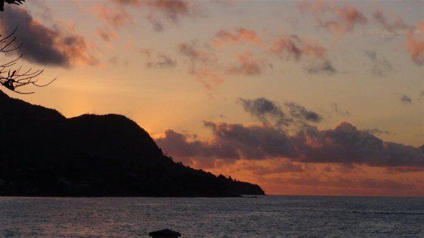 Sonnenuntergang an der Beau Vallon Bucht auf den Seychellen