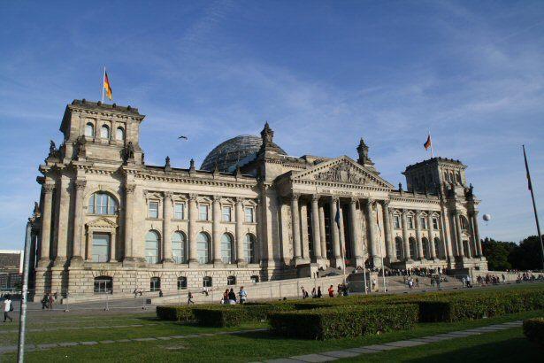 Ein bisschen Kultur muss schon sein - auf zum Bundestagsgebäude