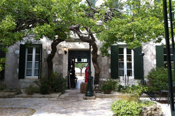Romantischer Innenhof auf Ré