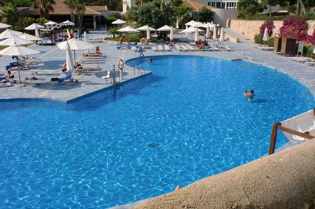 Großer Relaxpool in der Ruhezone des Puravida Resort auf Mallorca