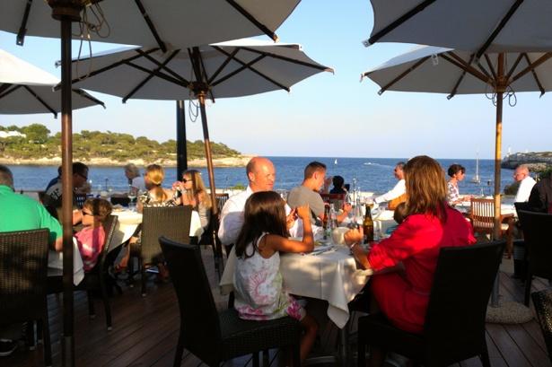 Restaurantterrasse im Puravida Resort Mallorca mit Meerblick