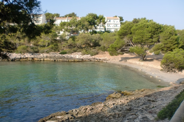 Sandbucht und klares Mittelmeer im Puravida Resort Mallorca