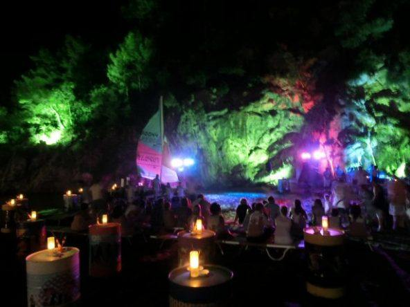 Puravida Resort Seno bei Nacht