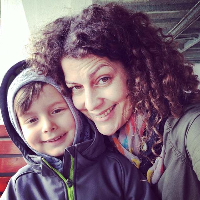 Heike Kaufhold mit ihrem Sohn im Arm