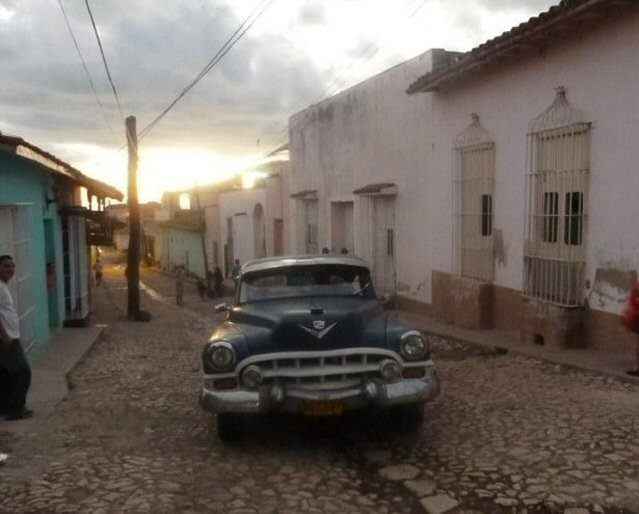 Oldtimer in Trinidad, Kuba, in der Abenddämmerung