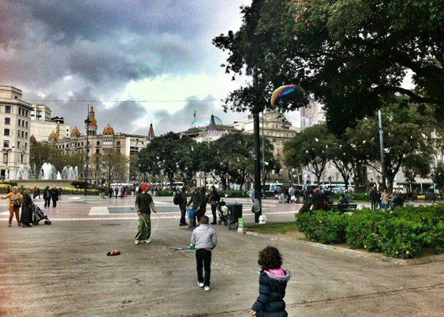 Treiben auf dem Placa Catalunya in Barcelona
