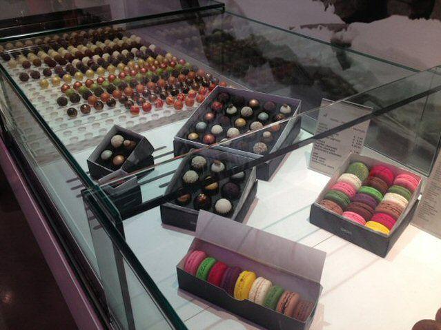 Vieles bunte Süßigkeiten in einem Laden in Barcelona
