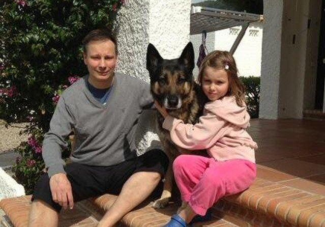 Christian Clemens mit Tochter Inez und Hund