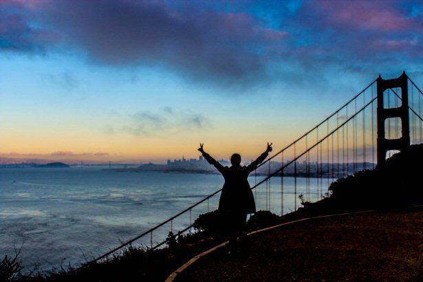 Bloggerin Angelika Schwaff vor der Golden Gate Bridge