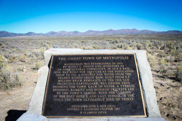 Gedenktafel in der Prärie von Nevada