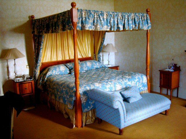Stark dekoriertes Zimmer in Ashford Castle