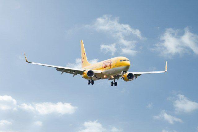 TUIfly Maschine fliegend von vorne