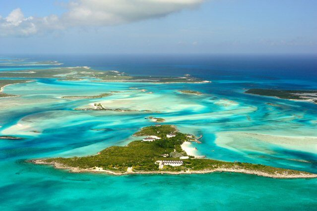 Die Exuma-Atolle innerhalb des Bahama-Archipels von oben