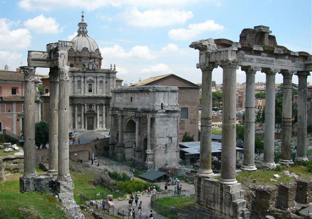 Überreste antiker Bauten in Rom
