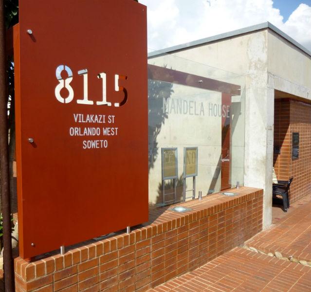 Mandelas Haus mit Hofeinfahrt