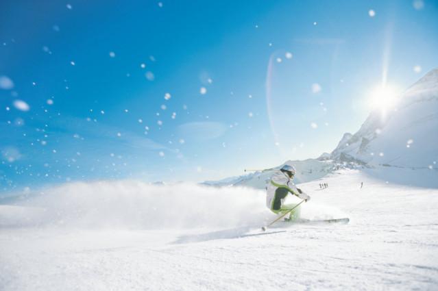 Ob auf wedelnden Skiern...