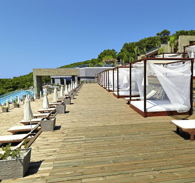 Bali-Betten auf der Terrasse des Puravida Resorts Seno