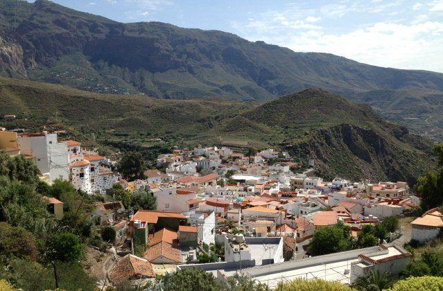 Aussicht auf das kleine Dörfchen San Bartolomé auf Gran Canaria
