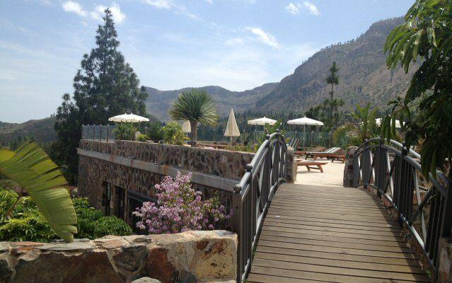 Blick auf die Sonnenterrasse des Viverde Hotels Las Tirajanas