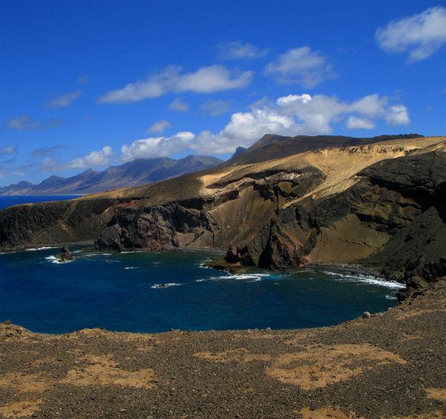 Steilküste mit Meer