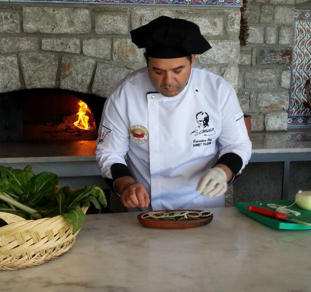 Schwupps in den Pizza-Ofen oder Backofen – und schon ist der leckere überbackene Mangold fertig