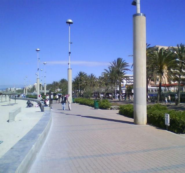Wollen wir ein bisschen promenieren? Für mehr als 100 Millionen Euro wird die Promenade am größten Strand von Mallorca derzeit umgebaut – Fotos (5): Jörg Baldin