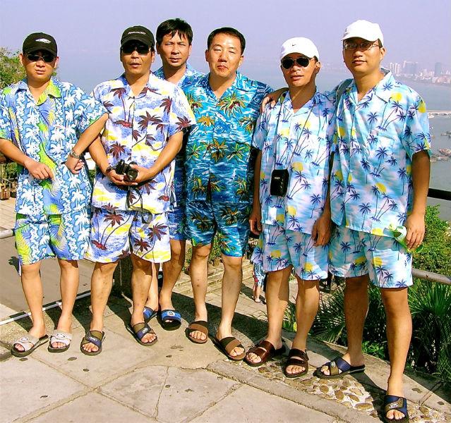 Zum Strand gehört das richtige Outfit: Die Chinesen schwören auf Hawaiihemden