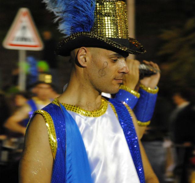 Komm, und sei mein Notenschlüssel Für den Karneval auf Madeira werfen sich die Locals in richtig professionelle Kostüme