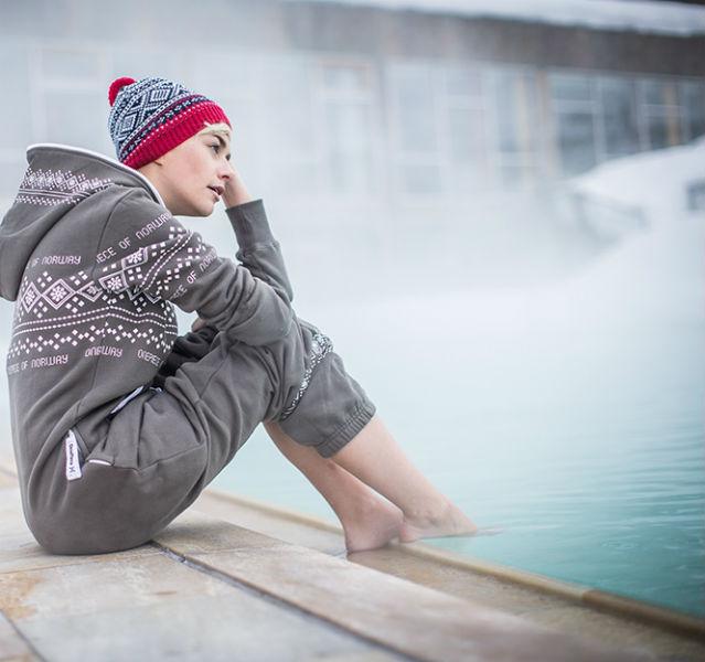 Herrlich! Der warme Pool dampft in der Winterlandschaft