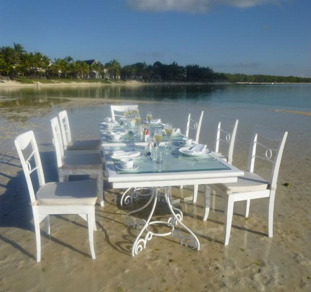 Frühstück im Meer - Lux Resort
