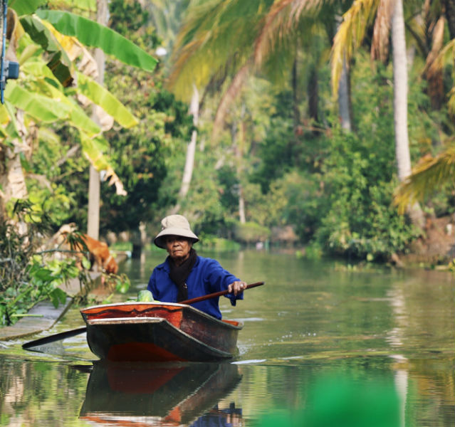 Und jetzt wird's ganz grün: Dschungelgefühle auf Außenkanälen eines Floating Markets bei Bangkok Fotos (6): Bühler