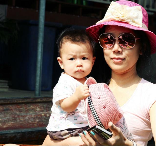 Ein bisschen Styling haben auch die Bootsfrauen in Thailand längst drauf