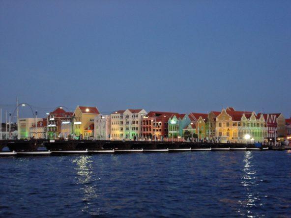 Willemstad auf Curacao am Abend