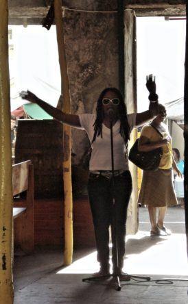 Karibische Sängerin