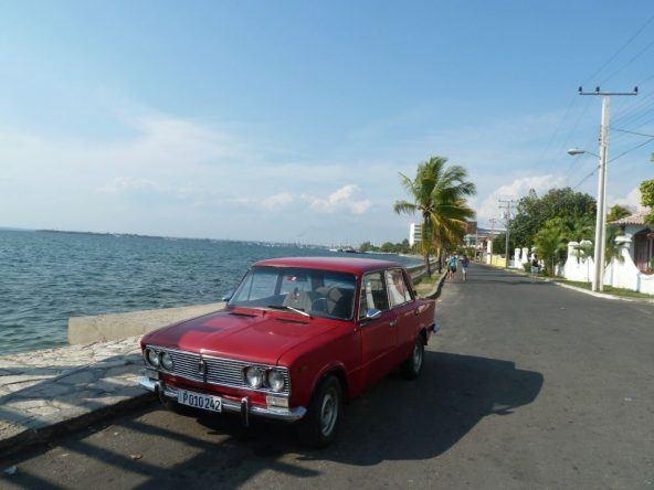 Kubanisches Auto in Cienfuegos