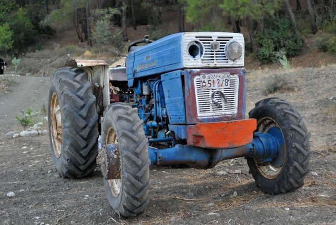 Traktor Rhodos
