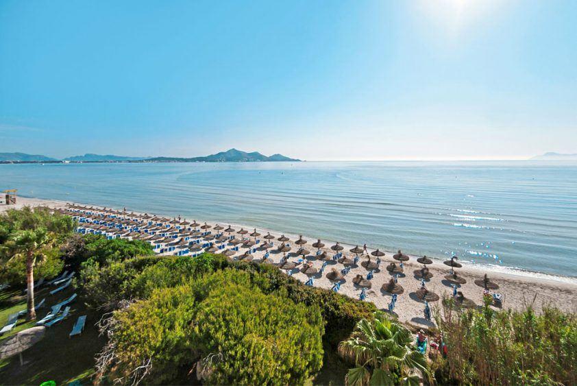 Der Strand Alcudias vom Hotel Playa Esperanza gesehen