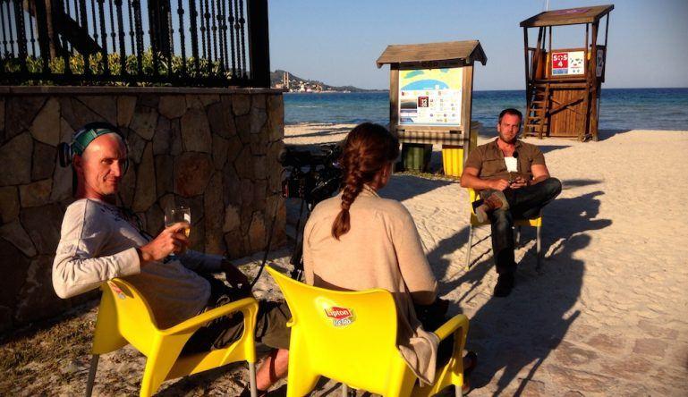 Dominic Boeer am Strand Mallorcas