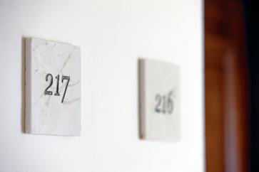 Hotelzimmer Schilder