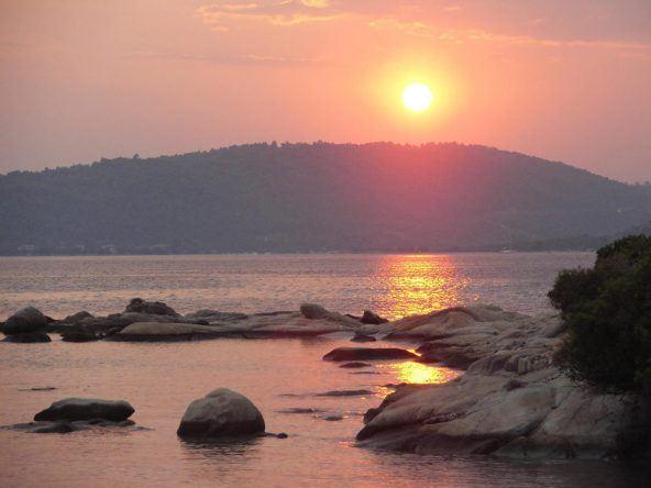 Sonnenuntergang auf der griechischen Insel Chalkidiki