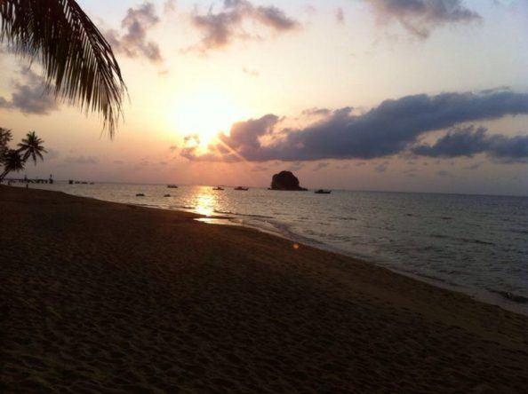 Sonnenuntergang auf Pulau Tioman, einer malaiischen Insel im südchinesischen Meer