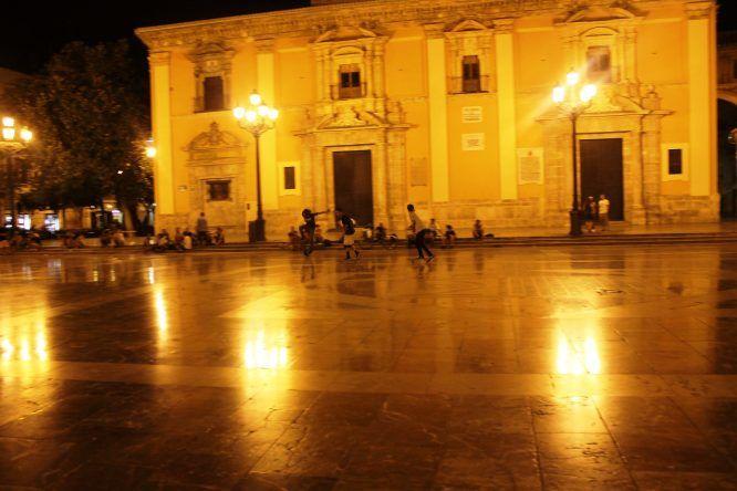 Skater vor der Kathedrale