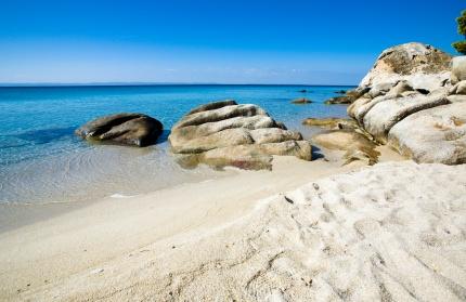 Der Sarti Beach ist einer der schönsten Strände Griechenlands mit kilometerlangem feinen Sandstrand.