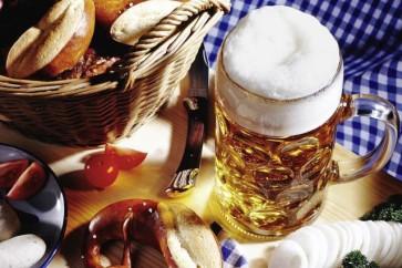 Feiern wie die Promis: mit frischer Brezln und einem ordentlichen Maß steigt schnell die Partystimmung
